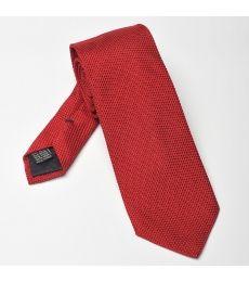 Elegancki czerwony krawat z grenadyny o drobnym splocie (garza fina). Grenadyna to jedwab o specyficznym i rzadko spotykanym splocie występujący w splocie drobnym i szerokim.Krawat z grenadyny był noszony miedzy innymi przez najsłynniejszego agenta świata - Jamesa Bonda.