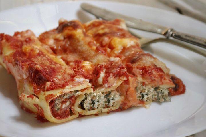 Cannelloni+ricotta+e+spinaci+al+sugo,+ricetta+mamma+Pina