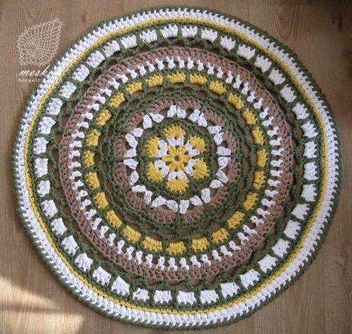 Crochet mandala rug, african flower - meskok.design http://meskok.hu/termekek/horgolt/afrikai-viragos-szonyeg/