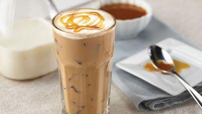 Ev yapımı buzlu kahve tarifi, https://www.eniyitariflerim.com/ev-yapimi-buzlu-kahve-tarifi/, , https://www.eniyitariflerim.com, , Sıcak yaz günlerinde biraz olsun ferahlamanızı sağlayacak kolay bir tarif.  Malzemeler       1 tatlı kaşığı hazır kahve   1 tatlı kaşığı toz şeker   8 adet buz küpü   2 su bardağı soğuk süt   Çikolata rendesi veya karamel      Hazırlanışı  Toz şekeri, sütü ve kahveyi robota dökün ve 30 dakika boyunca köpürene kadar çırpın., Sıcak yaz günlerinde biraz olsun…