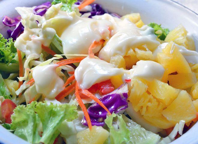 Гавайский салат с ананасами, капустой и ветчиной   Ссылка на рецепт - https://recase.org/gavajskij-salat-s-ananasami-kapustoj-i-vetchinoj/  #Салаты #блюдо #кухня #пища #рецепты #кулинария #еда #блюда #food #cook