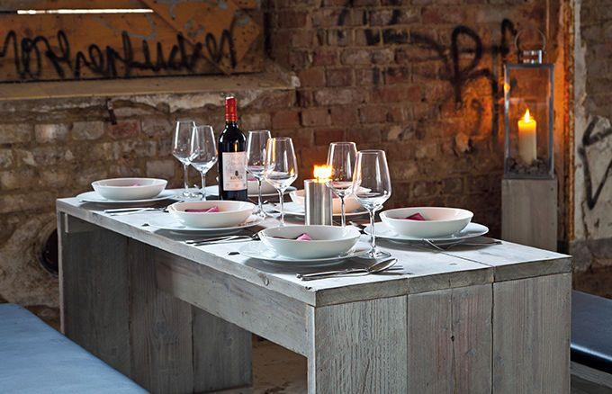 Mit dem abgewitterten Fichtenholz und dem stilsicheren Design der WITTEKIND 6er Stehgruppe setzen Sie tolle Akzente für eine besondere Gastronomie-Einrichtung.