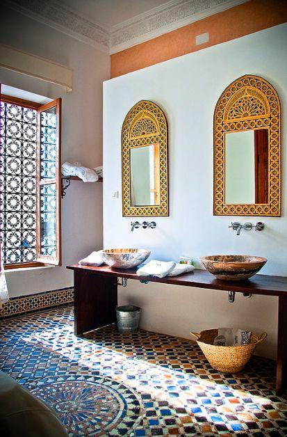 Zona de aseo habitación senior Meriem, Blanco Riad