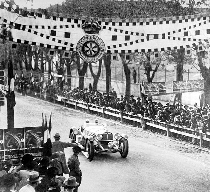 The winning team Caracciola / Sebastian driving through the finishing line in a Mercedes-Benz SSK at the 1931 Mille Miglia.