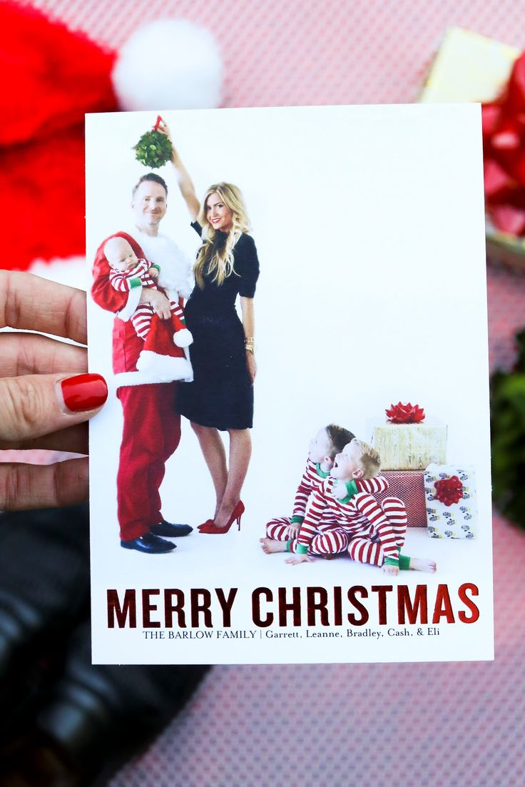 Super cute Christmas card from Elle Apparel blog! She has some great ideas on how to make your Christmas cards fun and unique.