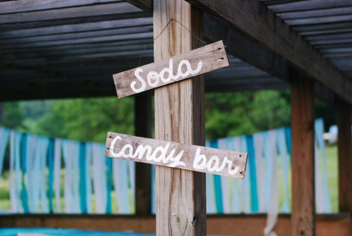 Rustic wedding // barn wedding // DIY wedding signs