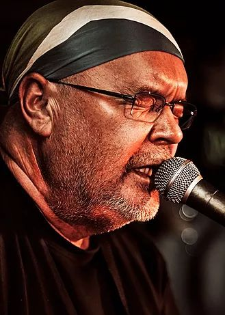 Official website of South African author and musician Koos Kombuis. Performance dates, info, music, books and contact details.