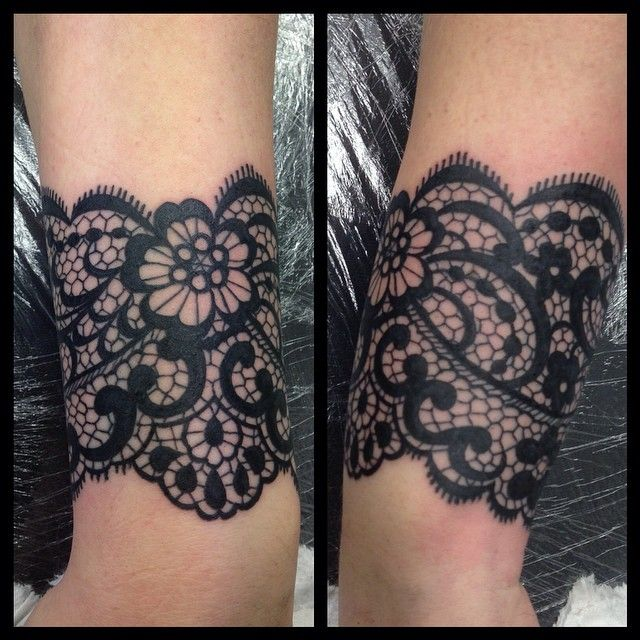 I held my breath for 3 hours straight this morning. Lace pattern wrapping right around the wrist, a lot of fun really!x