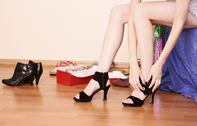 Shopping-Lust nachgeben - vor der Hochzeit  - Bevor es vor den Traualtar geht, sollten Sie sich einfach noch mal sündhaft teure Schuhe kaufen oder das wunderschöne Kleid im Laden nebenan. Oder die edle Ledertasche, die Sie schon so lange im Auge haben...