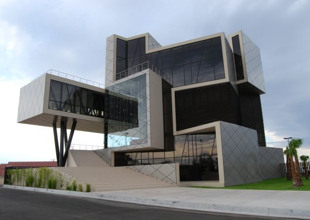 Mexican architects Arquitectura en Proceso have designed the headquarters for Darcons, a construction company located in Delicias City, Chihuahua, Mexico.