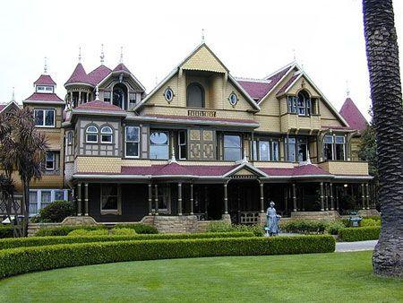 ▷▷▷Planet Earth;WildLife▷Human behavior;drop Entrecard Social Media: 10 Real Ghost Houses Stories