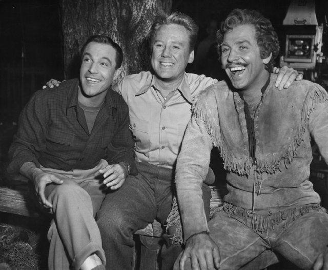 Still of Gene Kelly, Van Johnson and Howard Keel in Brigadoon (1954)