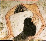 OSTRAKON CON DANZATRICE: Calcare dipinto; Nuovo Regno, XIX dinastia (1292-1186 a.C.). Provenienza sconosciuta, forse Deir el-Medina. Si tratta di una fanciulla che esegue una flessione all'indietro. La donna è seminuda, con indosso un pareo nero e poco altro, tranne gli orecchini a cerchio in oro. È raffigurata, mentre si piega, perfettamente di profilo, non nella consueta postura eretta e rigida con le spalle di fronte e solo le gambe di profilo. Sono raffigurati in modo realistico anche i…