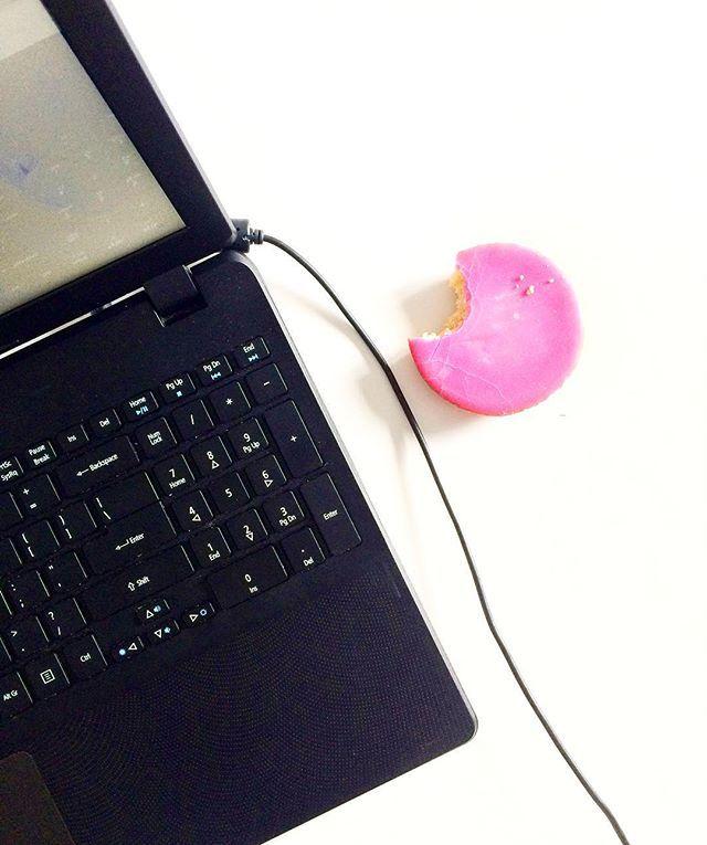 Want schrijfopdrachten en roze koeken doen het heel goed samen.