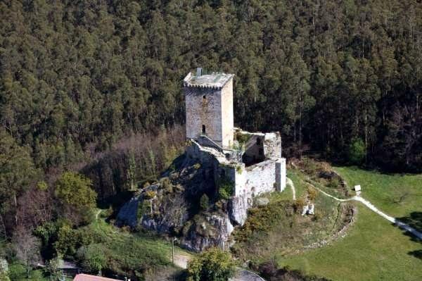 Castelo da Nogueirosa dos Andrade http://patrimoniogalego.net/index.php/6834/2011/10/castelo-da-nogueirosa-dos-andrade/