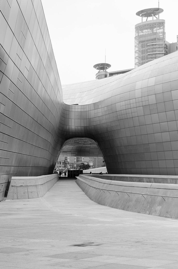 Dongdaemun Design Plaza - B #dongdaemun #southkorea #Seoul #ddp #design #architecture #exterior #blackandwhite