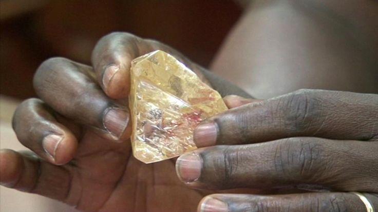 El presidente de Sierra Leona dijo que la distribución del dinero de su...