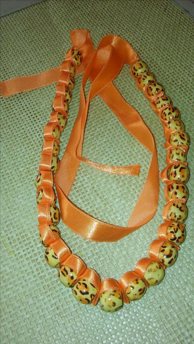 naszyjnik z koralików połączonych wstążką-necklace of beads connected ribbon