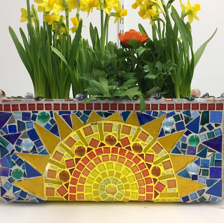 Sonne ☀️ & Frühlingsblumen   #sun #flowers #spring #yellow #blue  #mosaic #selfmade #nofilter #fun #loveflowers #mosaicartist #florist #funwithcolors #artatelier #swissmade #art #decoration #