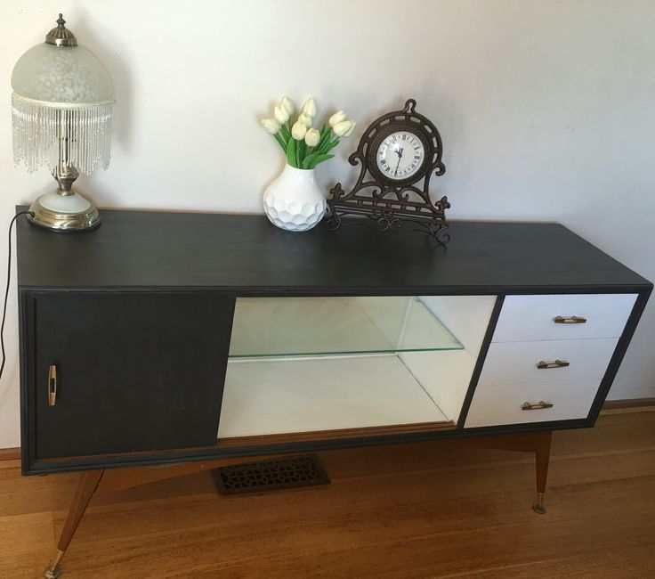 Retro sideboard/buffet chalk painted