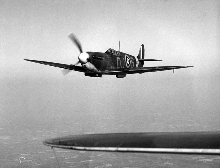 Alan Wright at the controls of Spitfire R6923  92 Squadron