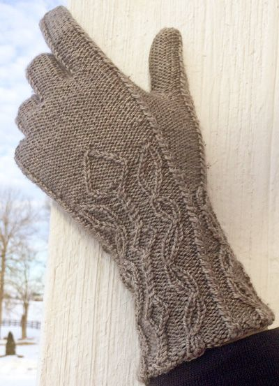 Candy kane gloves: Knitty.com - Deep Fall 2015