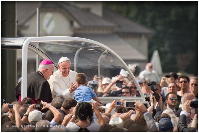 Papa Francesco a Torino - L' abbraccio ai bambini - © Emanuele Fusco Photography