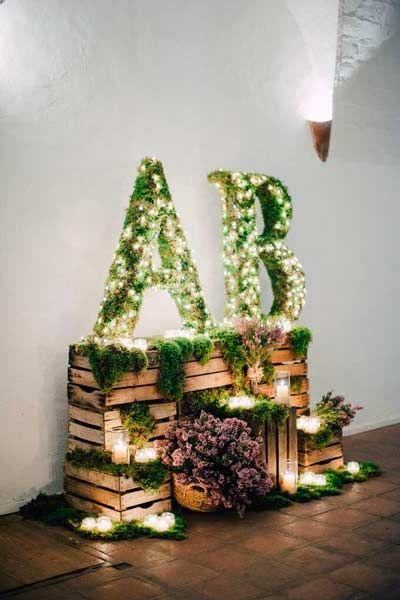 iniciales forradas con plantas y tiras de luces para decorar la entrada de una boda o photocall    #boda #wedding #light #illumination #decoration #decoracion #diy #original #ideas #lights #luces #letras #letters #led