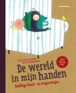 De wereld in mijn handen - Boek vol met hand- en vingerversjes voor baby's, peuters en kleuters met ondersteunende dvd.