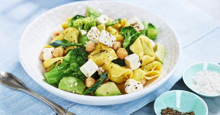 På jakt etter en deilig og rask pastarett? Prøv vår oppskrift på tortellini med ost, kremet avokado og brokkoli!