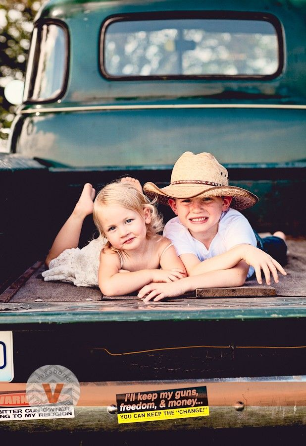Great idea for a photo shoot with kids courtesy or Amanda Pulley at Vagabond Photography