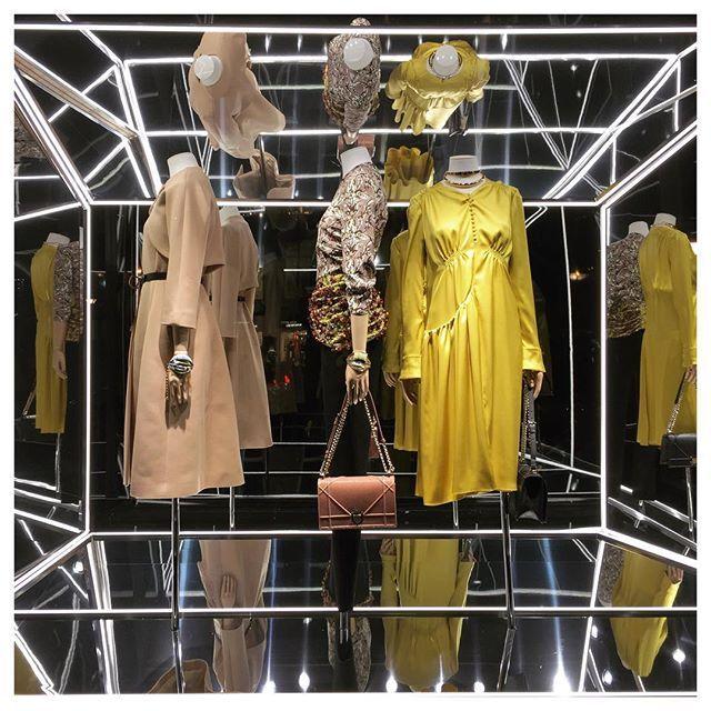 WEBSTA @ raphaellee0925 - Have a Dior (sweet) dream.❤️🌙🌙 #archive #paris #dior #christiandior #diorsoreal #hautecouture #fashion #paris #paris🇫🇷 #parisianstyle #parisienne #frenchstyle #frenchluxury #luxury #french #dress #windowdisplay