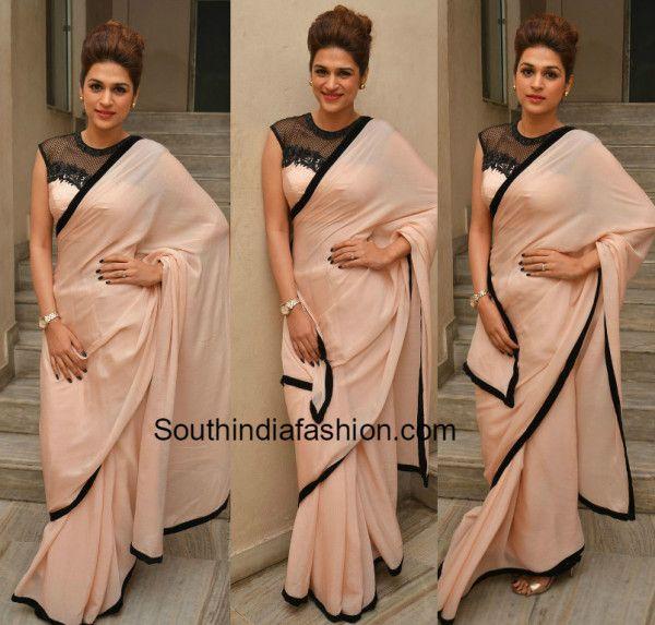 shraddha das peach saree gunturtalkies trailer launch photo