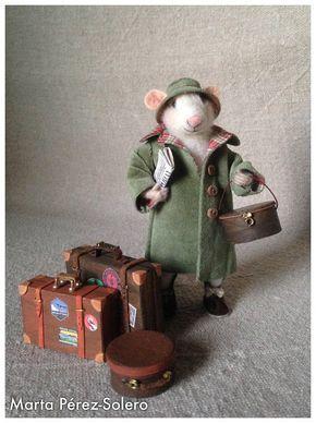 Theodore ist immer unterwegs. Tragen Sie zuviel Gepäck, weil er Kuriositäten dort kaufen gerne, wo gehen. Seine bevorzugte Verkehrsmittel ist die Bahn, da es Ihnen erlaubt zu reisen und schreiben über die Orte zu besuchen Höhe: 13,5 cm | Gewicht: 33 g / im Maßstab 1/12 Material: Wolle,