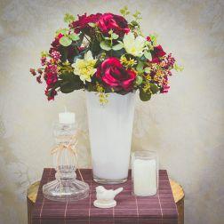 Arranjos de Rosas vermelhas são sempre um arraso! Fica lindo para centro de mesa e deixa qualquer decoração mais requintada e elegante. Também pode ser usado para decorar noivados, casamentos e festas - Formosinha Decorações