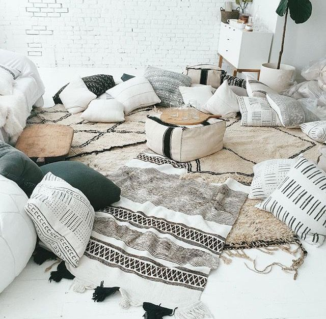 This den has a great social, comfy, slouchy vibe to it. Lovely materials and patterns but basic stripped back, white and black colouring. Wouldn't mind a room like this in our home!