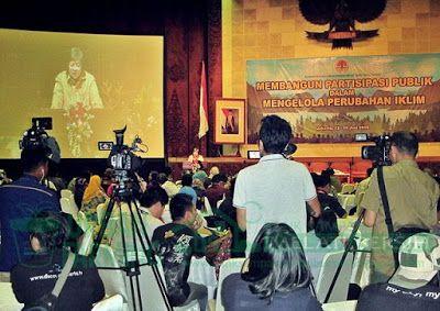 Bank Sampah Melati Bersih: Diskusi Publik Bersama Menteri Lingkungan Hidup da...