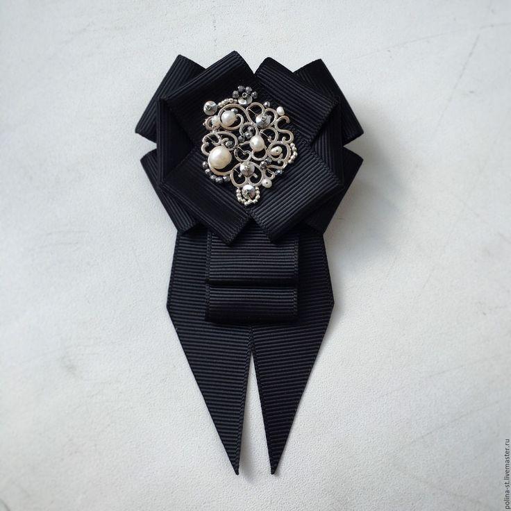 """Купить Брошь-орден с галстучком """"Классический"""" - жемчуг, черный, чёрно-белый, белый, классический стиль"""