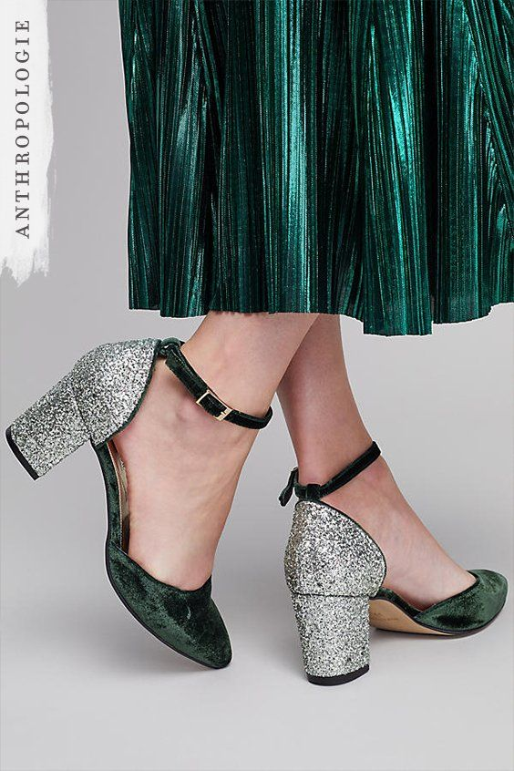 Sparkle as you boogie the night away and add some Christmas festivity to your outfit with these chic green Reno Velvet Glitter Heel Pumps.