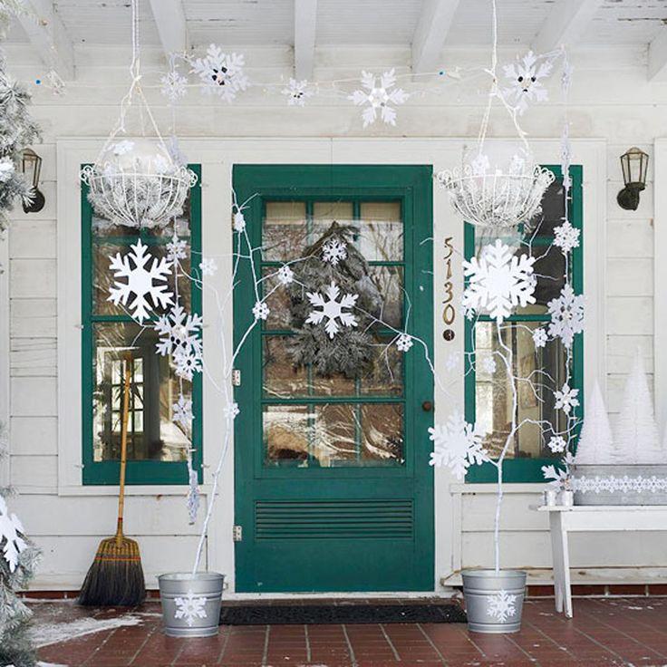 Embellir la véranda devant la maison avec une décoration d'extérieur faite maison