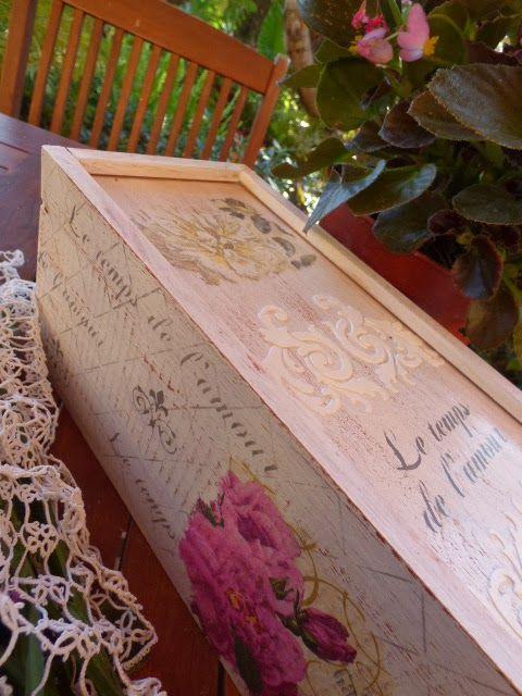 Caja de vino decorada con técnica estarcido
