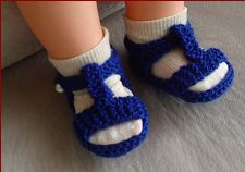 Knitting pattern for 8ply baby sandals with optional t-bar.