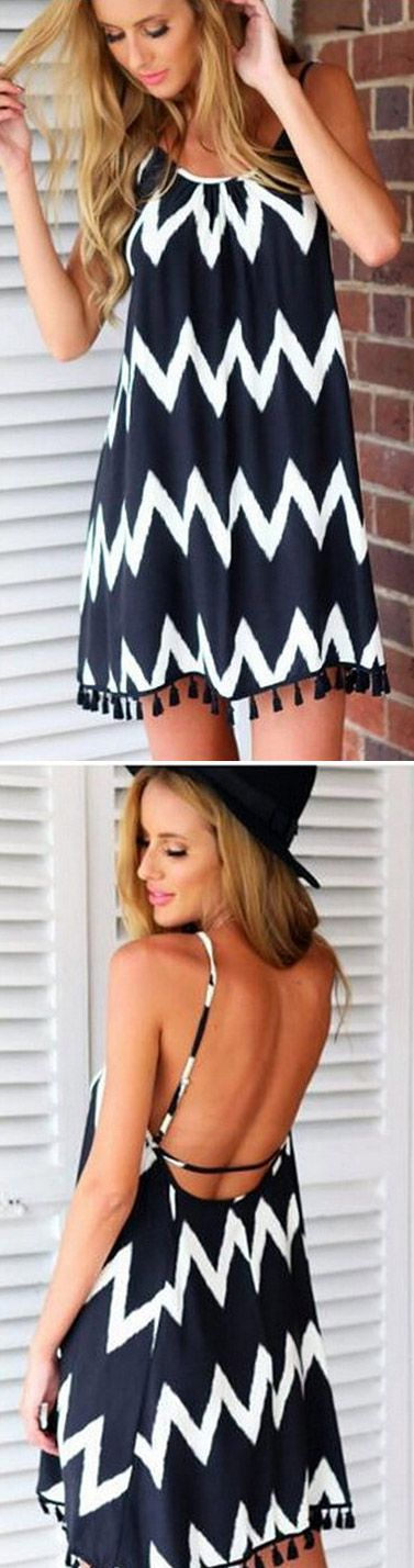 It's all about comfy and sexy when it comes this bold contrast chevron print mini dress. Welcome you to pick up your favorite at OASAP!