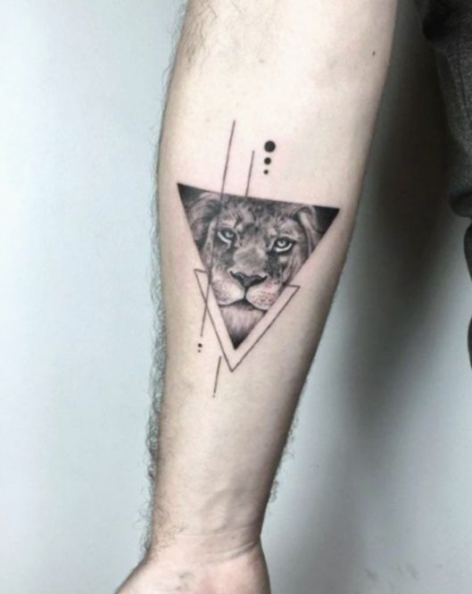 ✔ Tätowierungs-Arm-Tierlöwe #blackworkartists #goat #tattoosnob