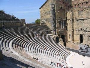 Het antieke Romeinse theater in #Orange. Dit theater is nog goed bewaard gebleven! Kijk voor meer informatie over deze en andere bezienswaardigheden in zuid-Frankrijk op www.zonnigzuidfrankrijk.nl !