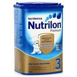 Нутрилон 3 Премиум смесь сухая молочная для детей 800г  — 1055р.  Детское молочко Nutrilon Junior 3- предназначено для питания детей с 12 месяцев.     Цифра «3» в названии молочной смеси означает, что продукт предназначается для питания детей с 12 месяцев.   В каких случаях используется детское молочко Nutrilon Junior 3 Premium.     Вашему малышу исполнился год. Он активно растет, делает первые самостоятельные шаги и учится общаться с окружающим миром. Иммунная система малыша…