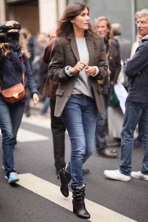 Emanuelle Alt in jeans, brown blazer and casual dark brown boots