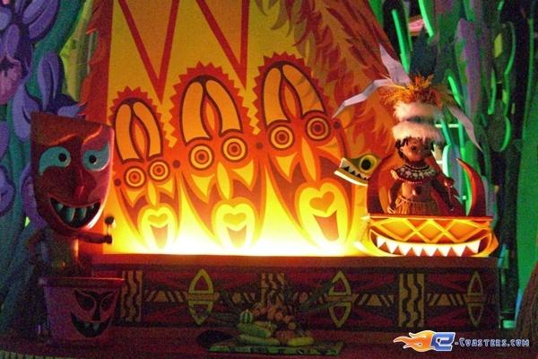 10/13 | Photo de l'attraction It's a Small World située à @Disneyland Paris (France). Plus d'information sur notre site www.e-coasters.com !! Tous les meilleurs Parcs d'Attractions sur un seul site web !!