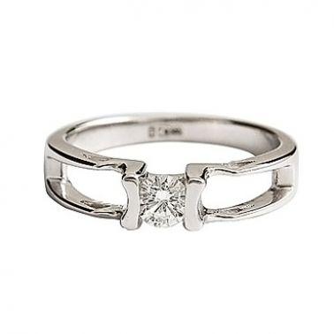 Кольцо с бриллиантом 0,3 карата из белого золота
