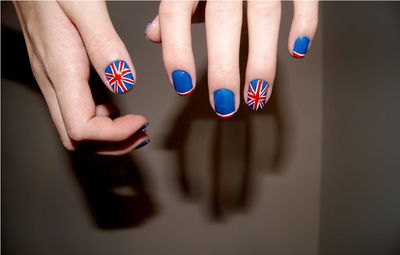 If anyone can do this to my nails in May before I leave, I'd be your best friend. LOL